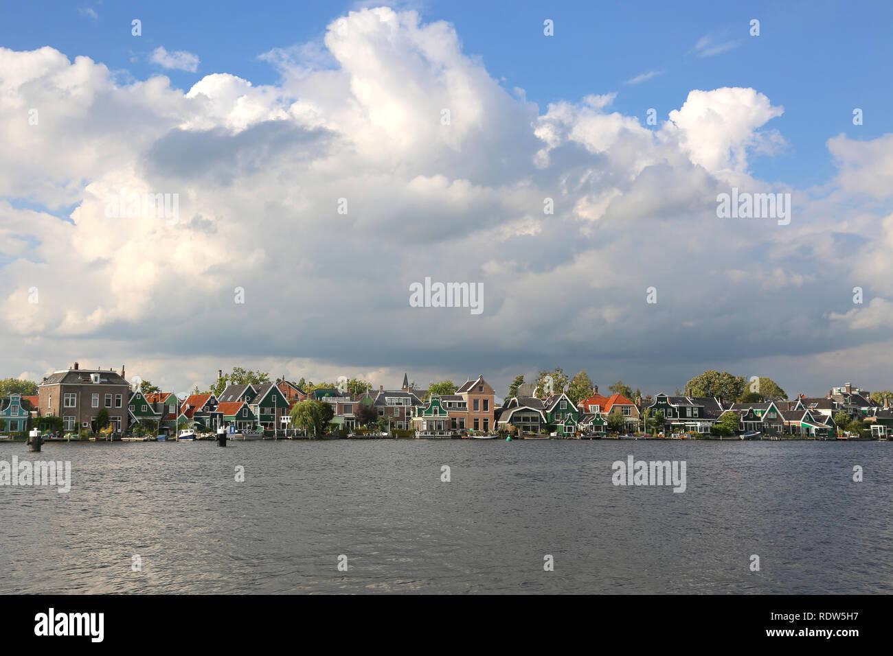 Schöne und historische Häuser in Zaanse Schans, Niederlande Stockbild