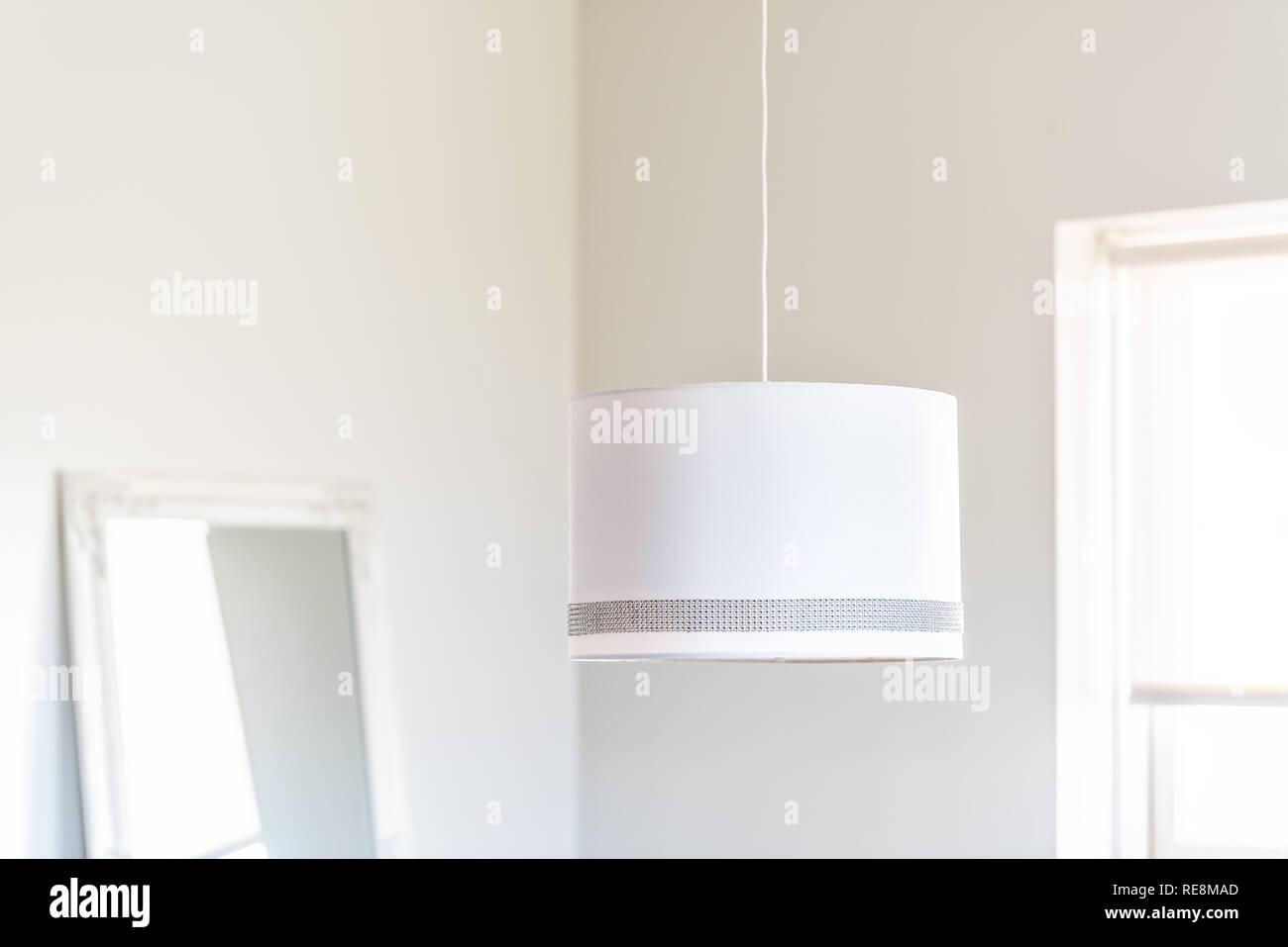 Nahaufnahme des hängenden Deckenlampen Licht im Wohnzimmer ...