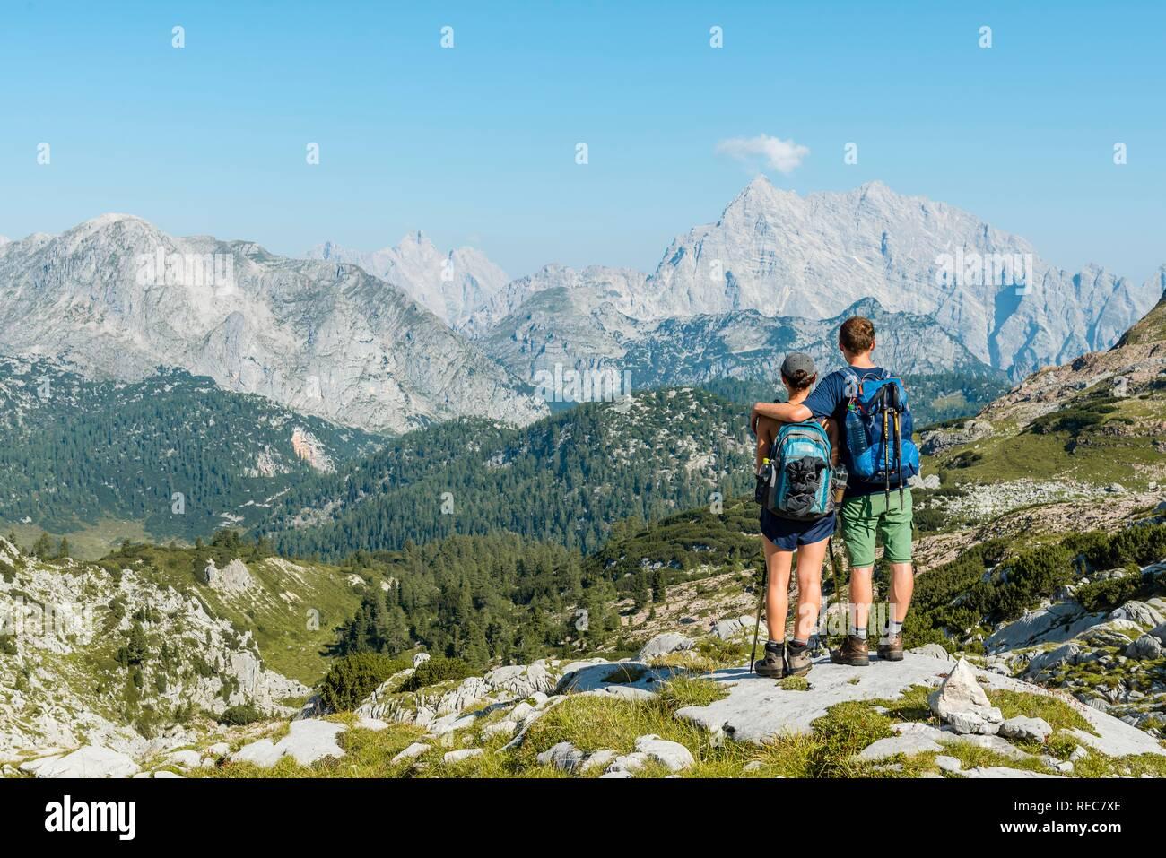 Zwei Wanderer am Funtenseetauern, Watzmann, Steinernes Meer, Nationalpark Berchtesgaden, Berchtesgadenener Land suchen Stockbild
