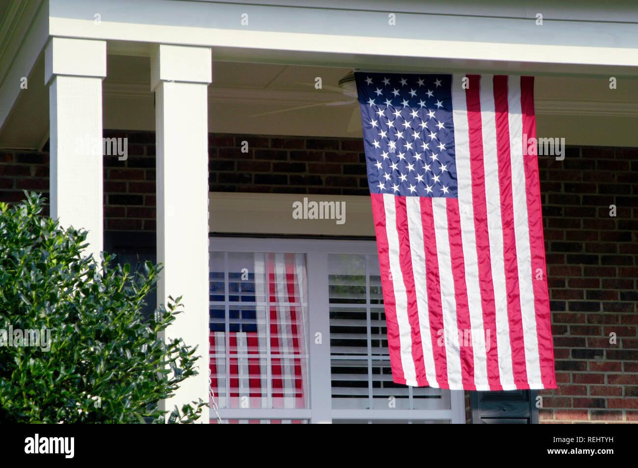 Veranda Mit Amerikanischer Flagge Stockfoto Bild 232732741 Alamy