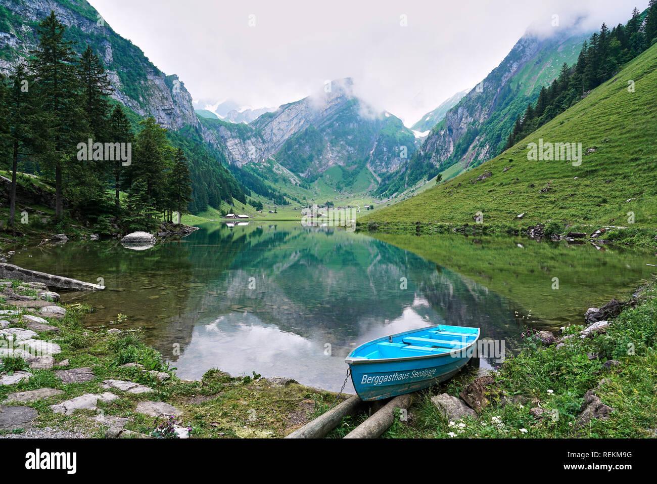 Landschaften Schuß von seealpsee See, im Alpstein Berge in Appenzell ist ein Kanton im Nordosten der Schweiz. Stockbild