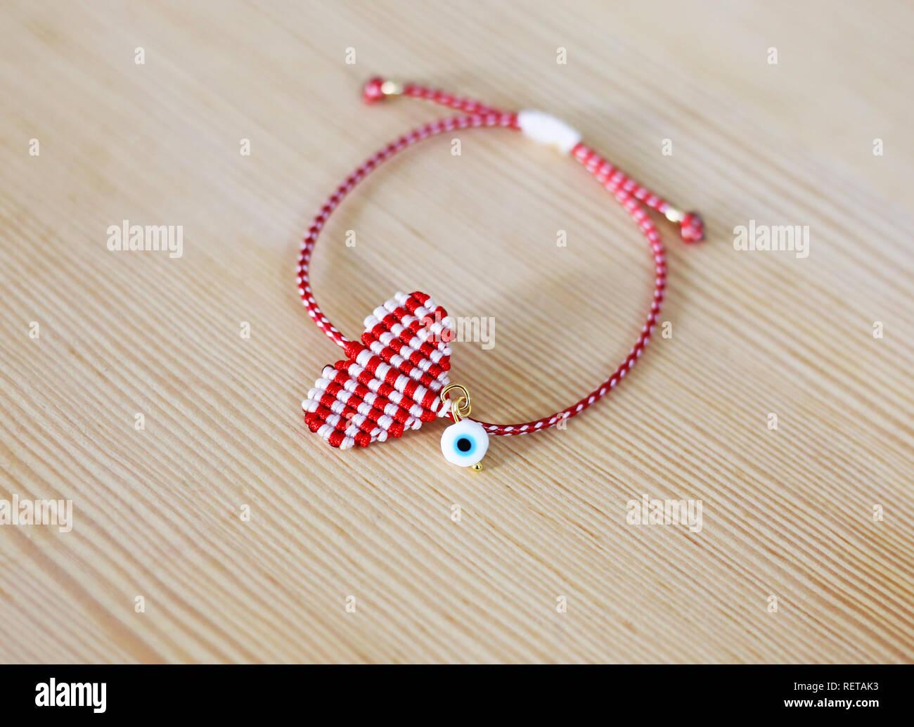 Die traditionelle griechische März Armband namens Martaki in