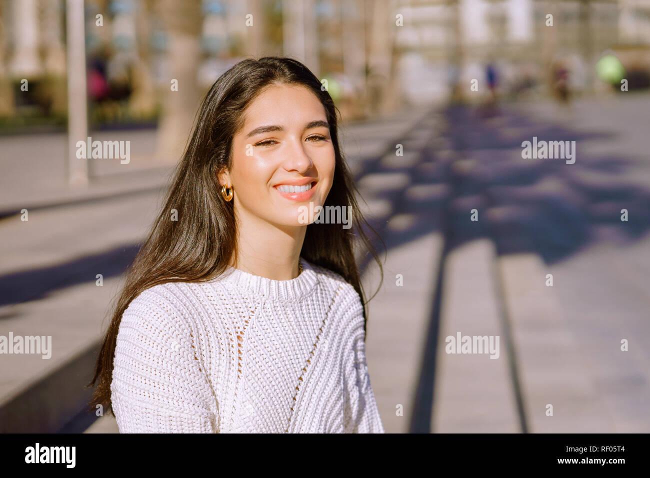 Perfektes Mädchen Bild Asian saugt großen schwarzen Schwanz
