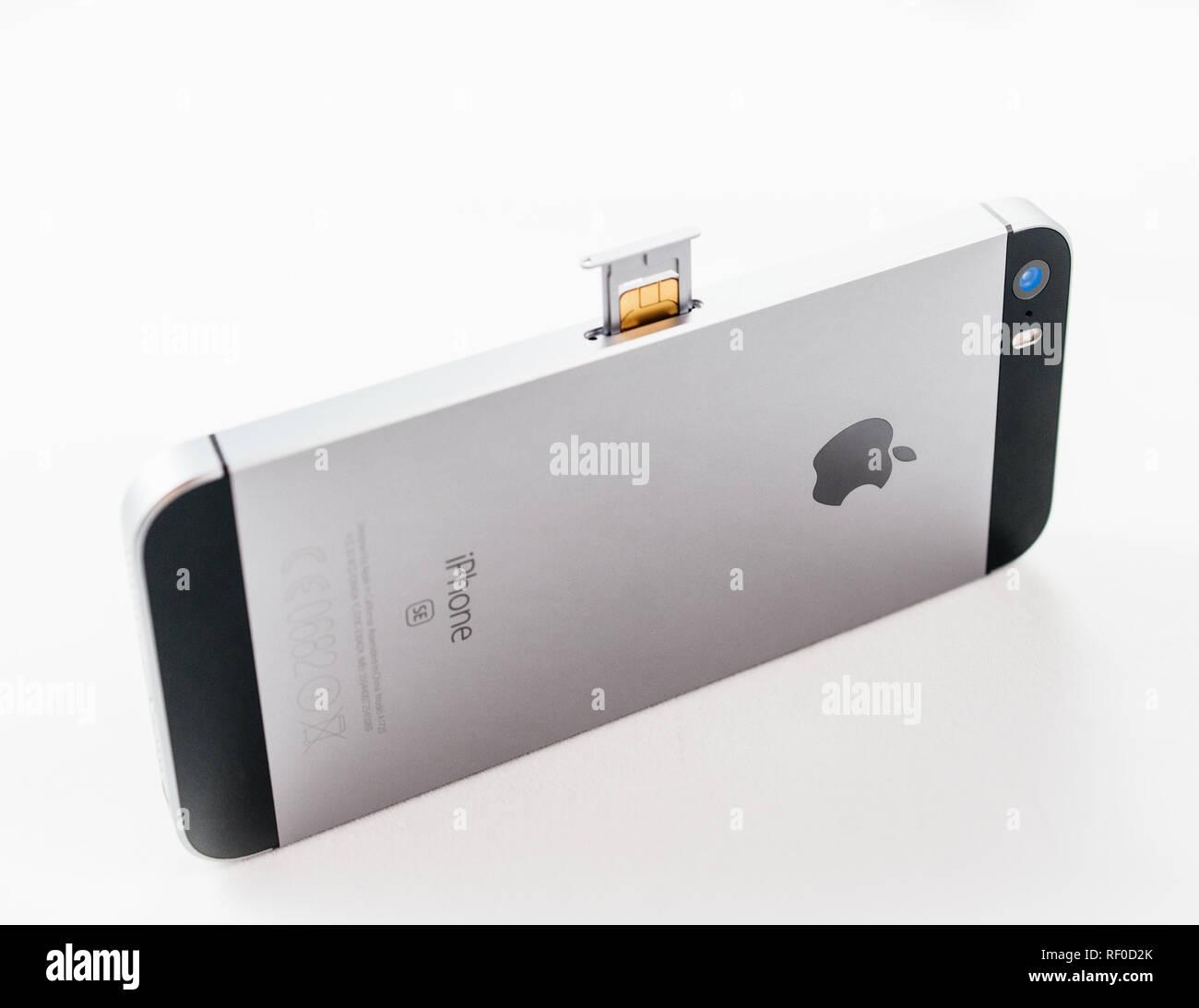 Iphone Sim Karte Einsetzen.Sim Karte Einlegen Stockfotos Sim Karte Einlegen Bilder Alamy
