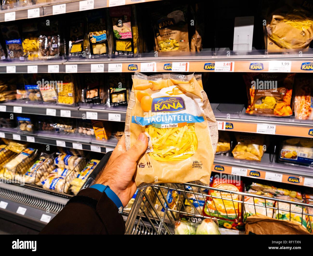 Bomann Kühlschrank Edeka : Fresh pasta shop stockfotos & fresh pasta shop bilder alamy