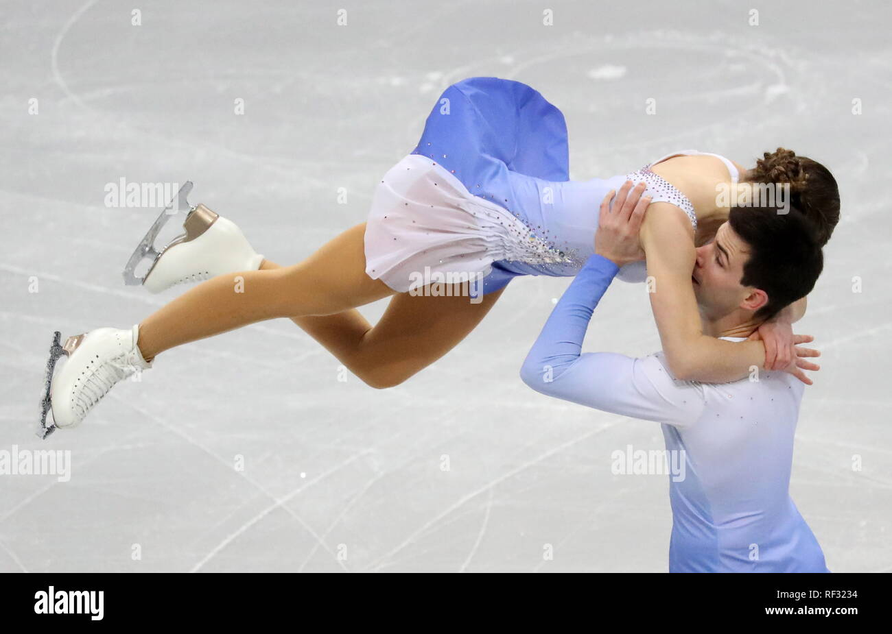 Eiskunstläufer davis und weiße Datierung Katie holmes Dating-Liste