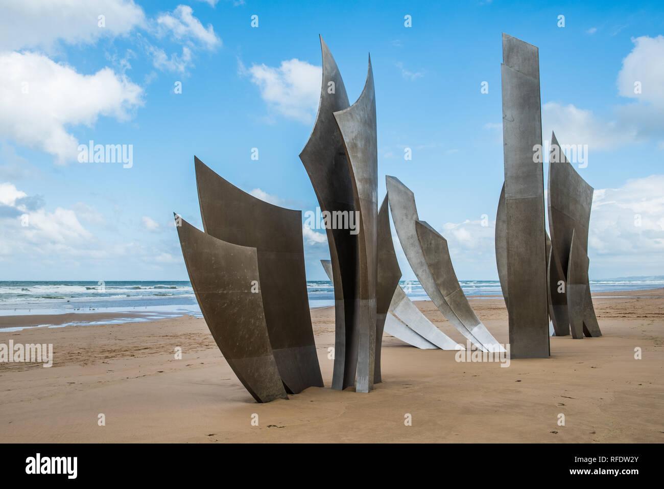 In der Mitte von Omaha Beach ist der Edelstahl-Skulptur Les Braves. Ein Monument, zu den Amerikanern, die Frankreich befreit. Es wurde von Th in Betrieb genommen Stockbild