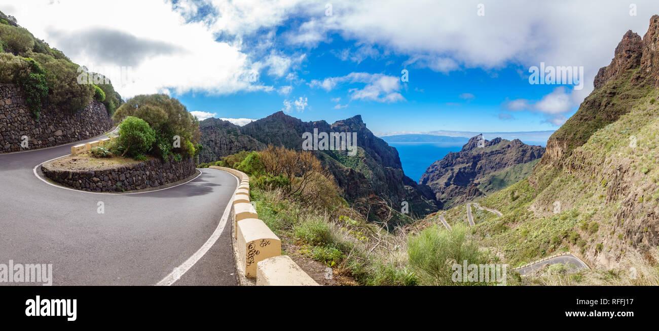 Iconic Straße im Teno Gebirge mit gebogenen Mountain Road Stockbild