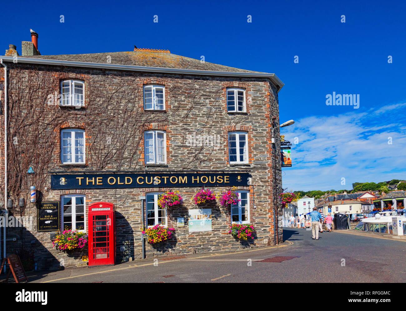 26. Juni 2018: Padstow, Cornwall, Großbritannien - Die alte Custom House Hotel in Padstow, Cornwall, Großbritannien Stockbild