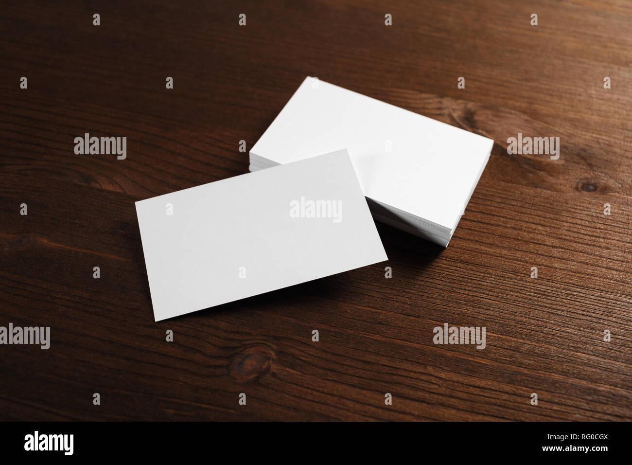 Leere Weiße Visitenkarten Auf Holz Tisch Hintergrund Mockup