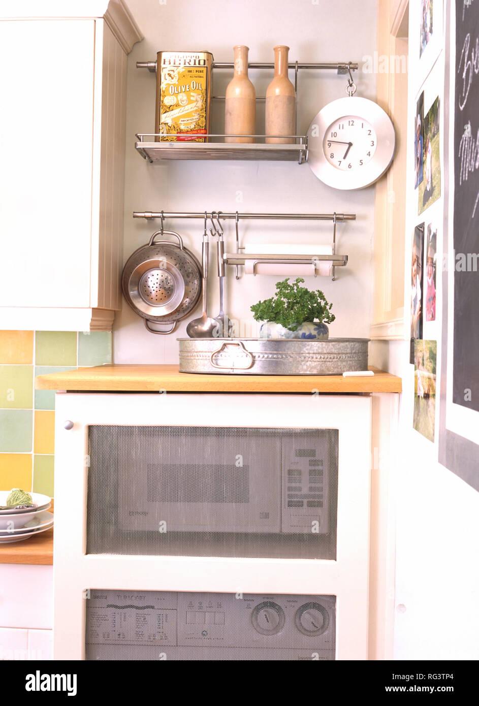 Mikrowelle Ofen in der Küche Schrank mit Clear Panel ...