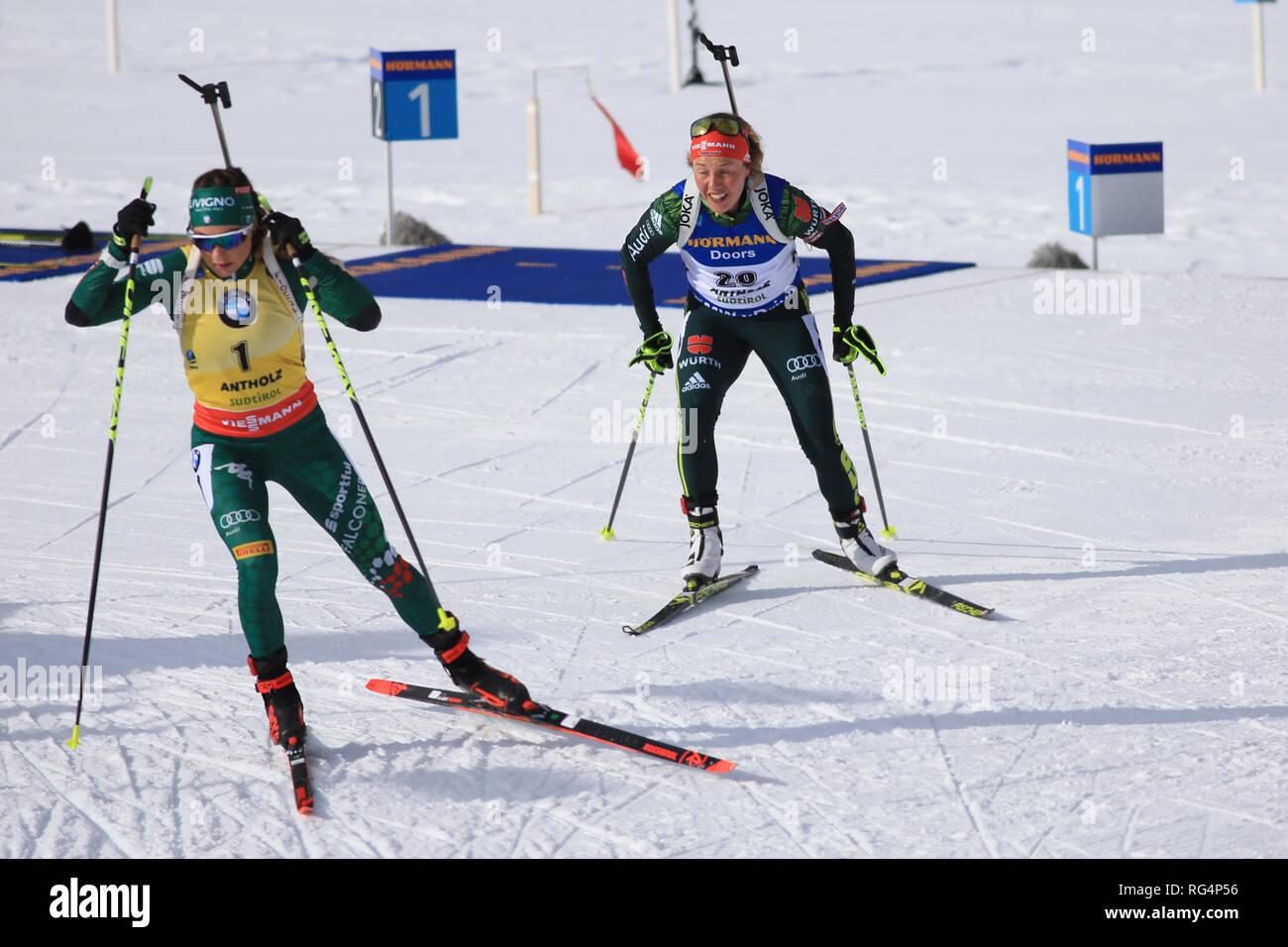 Antholz Antholz, Italien. 27 Jan, 2019. BMW Biathlon Weltcup, Massenstart der Frauen; Dorothea Wierer (ITA) und Laura Dahlmeier (GER) Credit: Aktion plus Sport/Alamy leben Nachrichten Stockbild