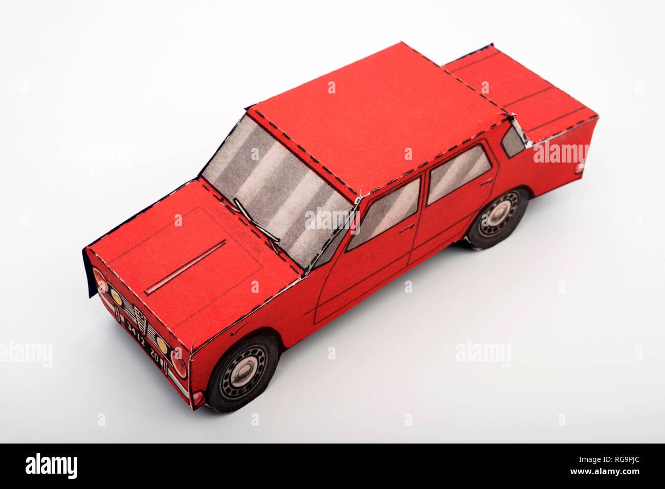 Modell Auto aus Karte Stockbild