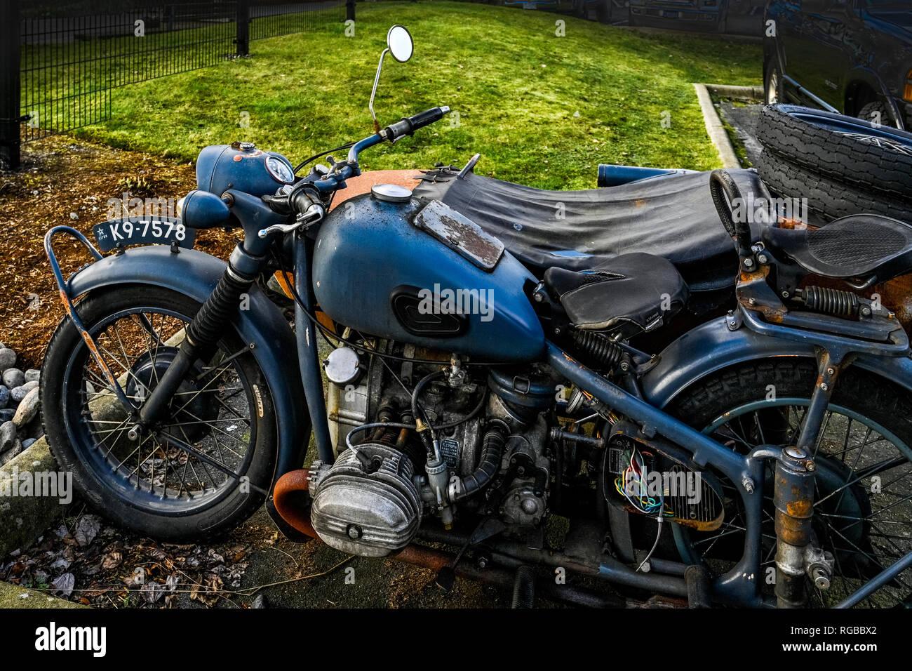 jahrgang alte kawasaki motorrad mit seitenwagen stockfoto. Black Bedroom Furniture Sets. Home Design Ideas