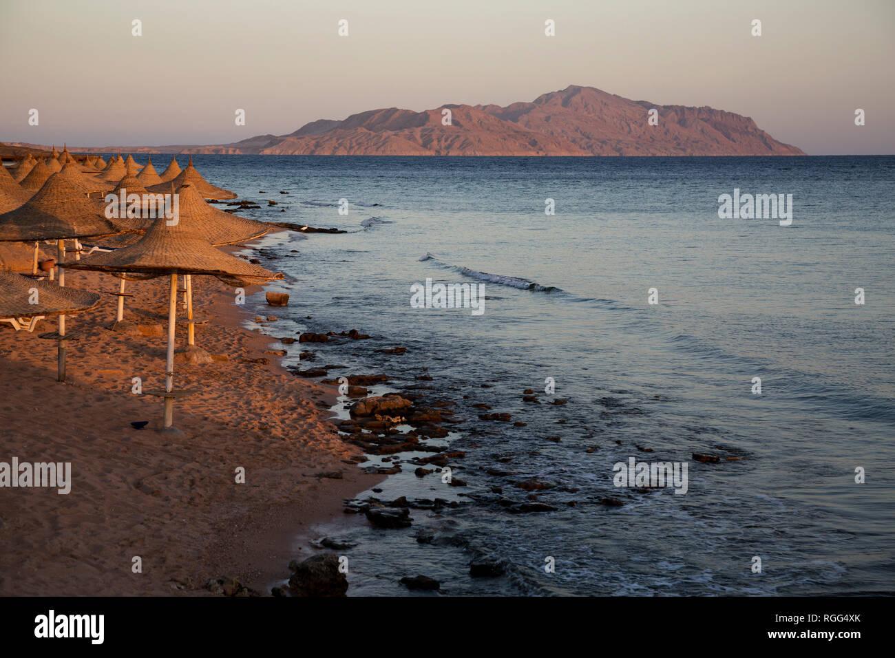 Blick auf die Insel Tiran und das Rote Meer. Ägypten. Stockbild