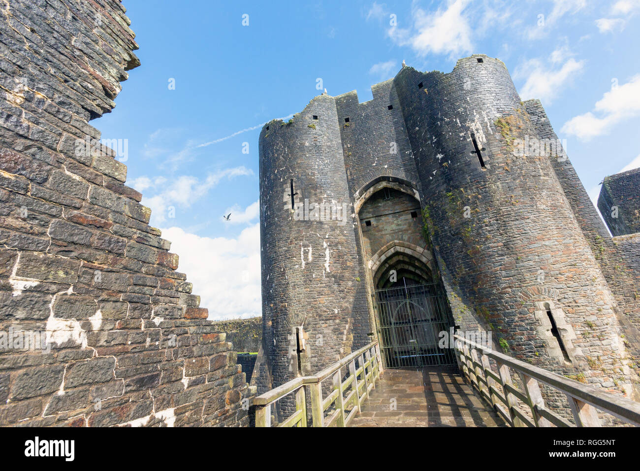 Caerphilly, Caerphilly, Wales, Vereinigtes Königreich. Caerphilly Castle Eingang. Stockbild