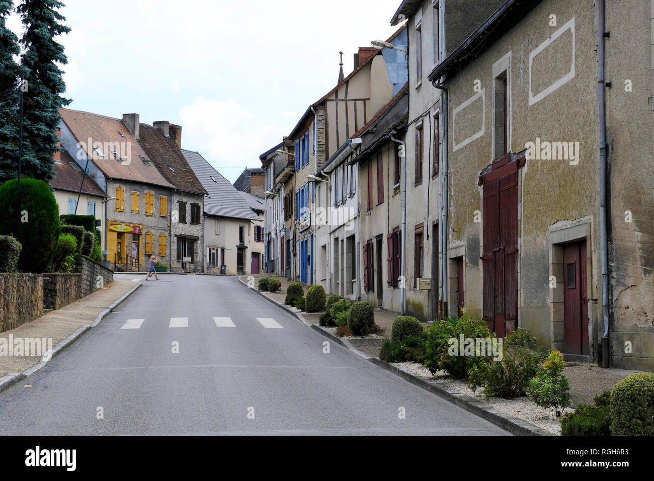 Magnac-Bourg, Frankreich - 13. August 2018: Street View in Magnac-Bourg. Magnac-Bourg ist eine Gemeinde im Nouvelle-Aquitaine Region im Westen von Frankreich. Stockbild