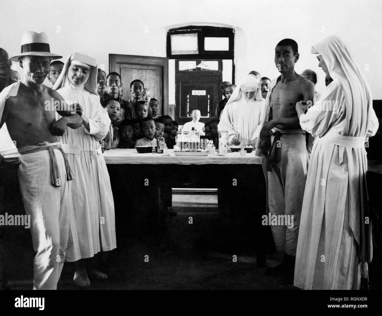 Mission der Franziskaner in China, Franziskaner Missionsschwestern von Maria Praxis Anti-bakterielle Impfstoff, China 1930 Stockbild