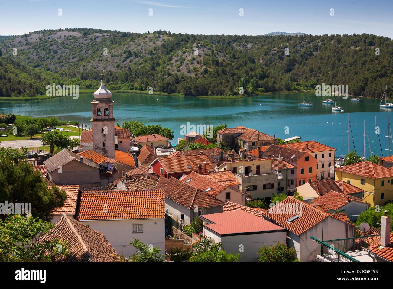 Skradin und den Fluss Krka, von der alten Burg, ?ibenik-Knin, Kroatien gesehen Stockbild