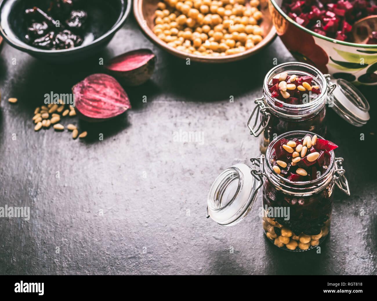 Gesund Vegan Rote Bete Salat Mit Kichererbsen Und Pinienkerne In