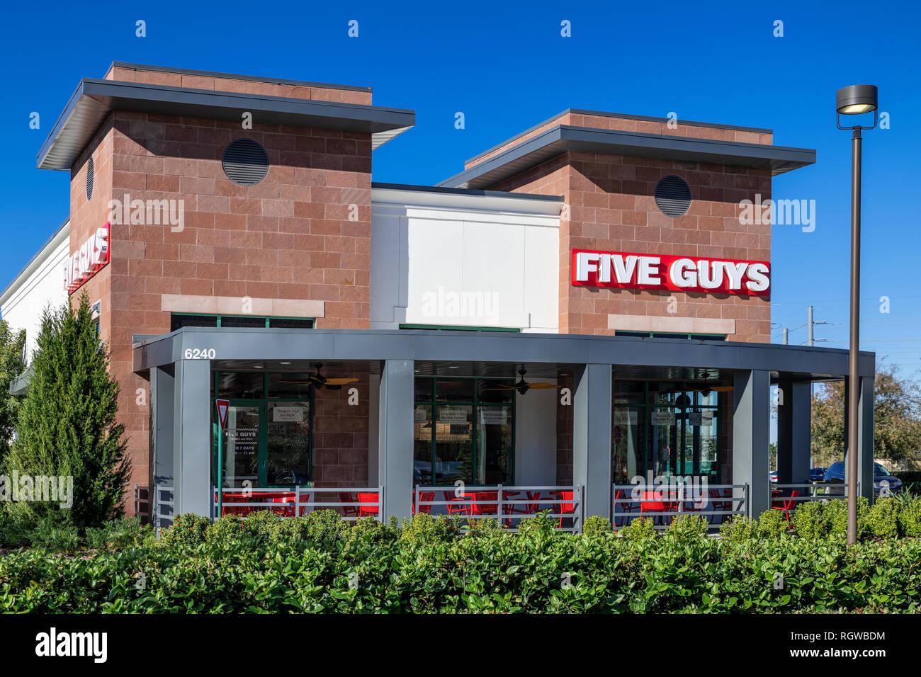 Fünf Jungs schnell zwangloses Restaurant. Stockbild