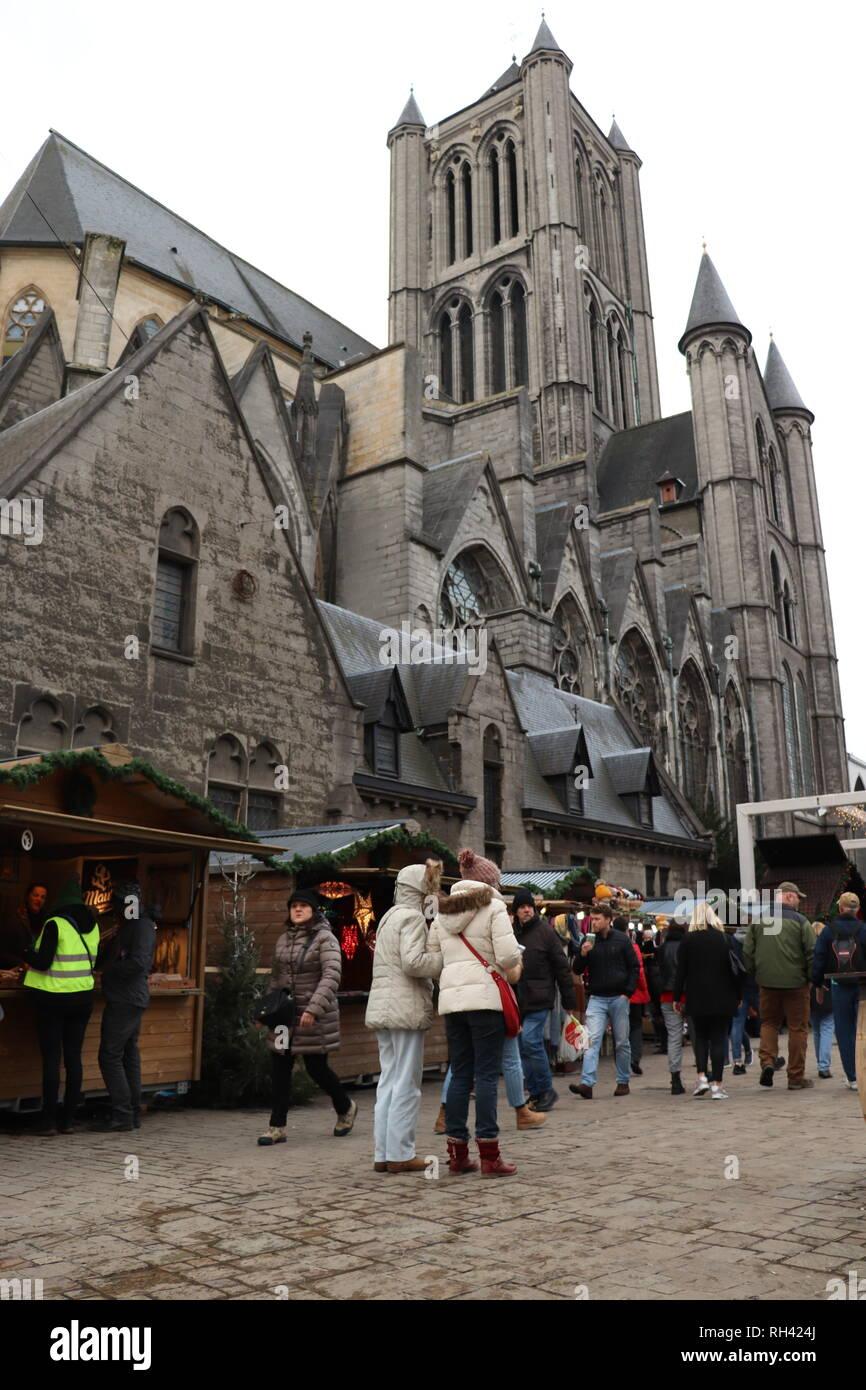 Weihnachtsmarkt Heiligabend.Weihnachtsmarkt In Gent Stockfotos Weihnachtsmarkt In Gent Bilder