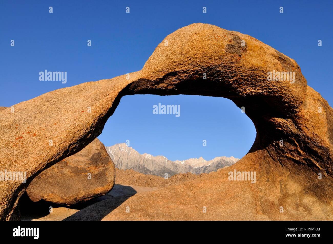 Mobius Arch, Granit Bogen, an der Rückseite der Sierra