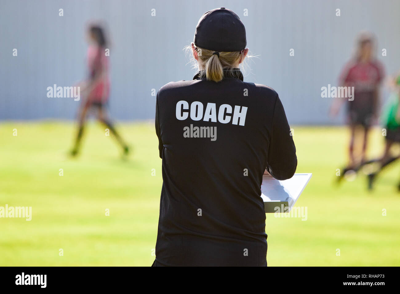 Ruckansicht Des Weiblichen Sport Trainer In Schwarze Trainer