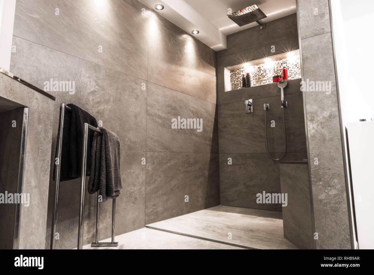 Moderner Luxus Badezimmer Einrichtung offen, hell und sauber. Stockbild