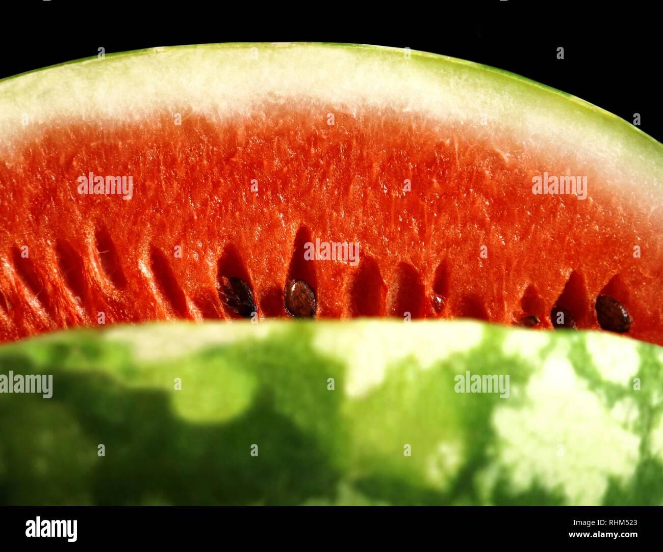Appetitlich Wassermelone isoliert auf Schwarz Stockfoto