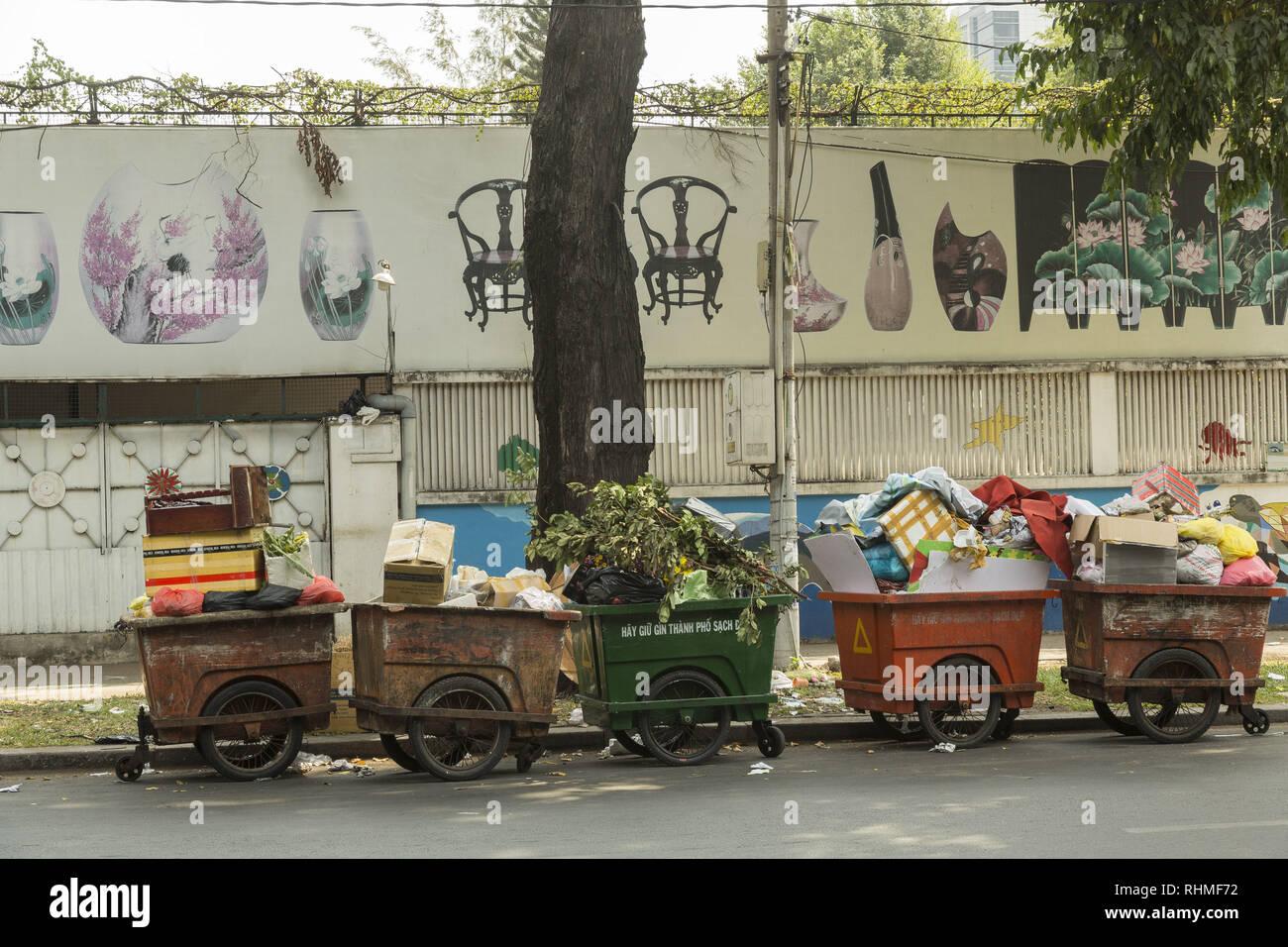 Müll auf dem Ho Chi Minh Straßen Stockbild