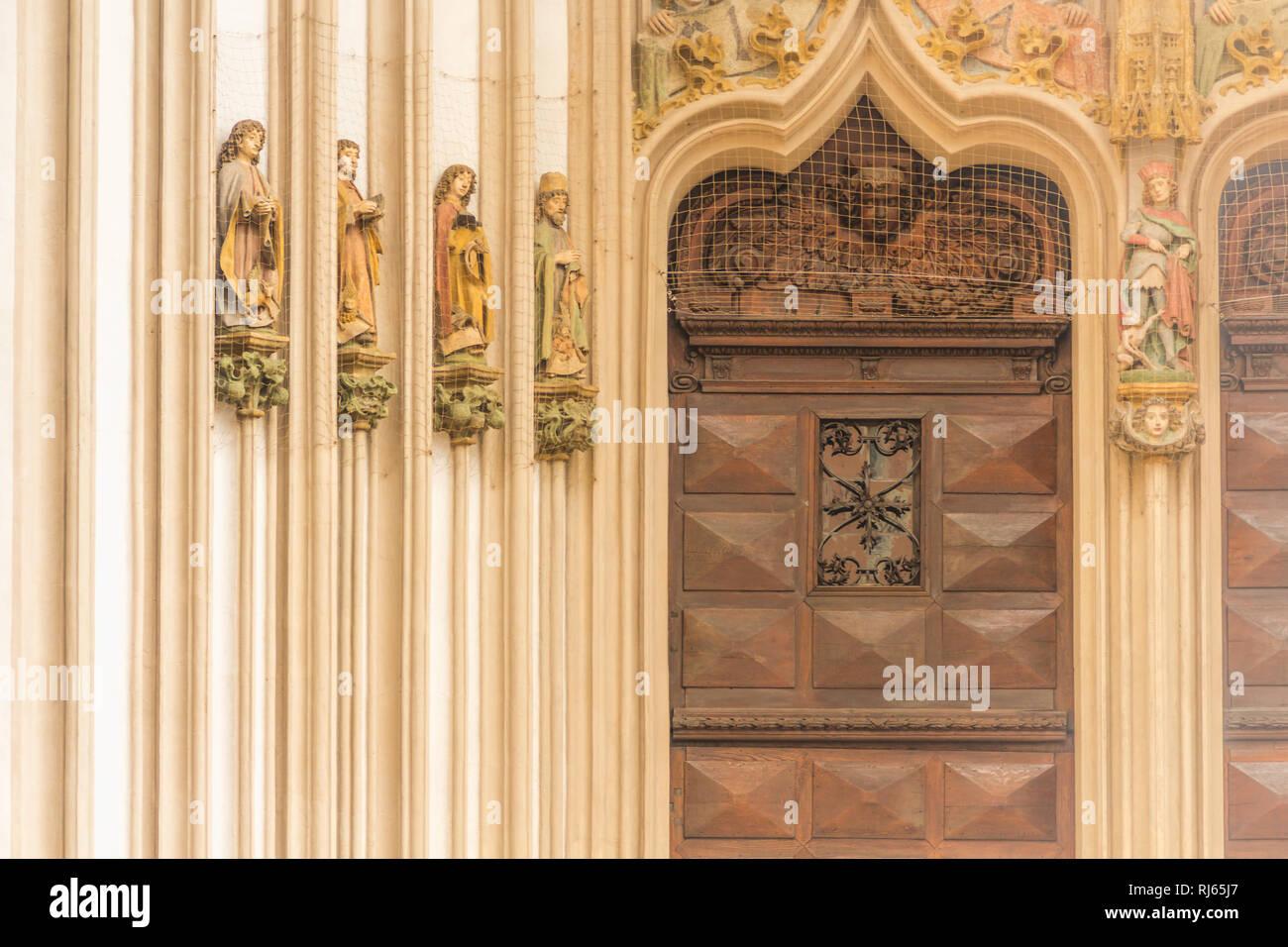 Das Eingangsportal der St. Martinskirche in Landshut Detailansicht Stockbild