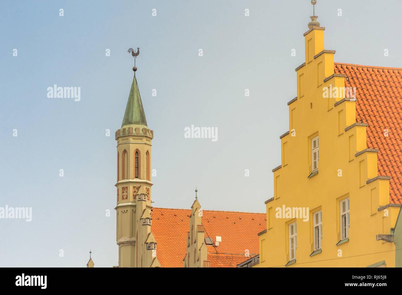 Das Rathaus in Landshut, Turm, Turmspitze mit Wetterhahn, Detailansicht Stockbild