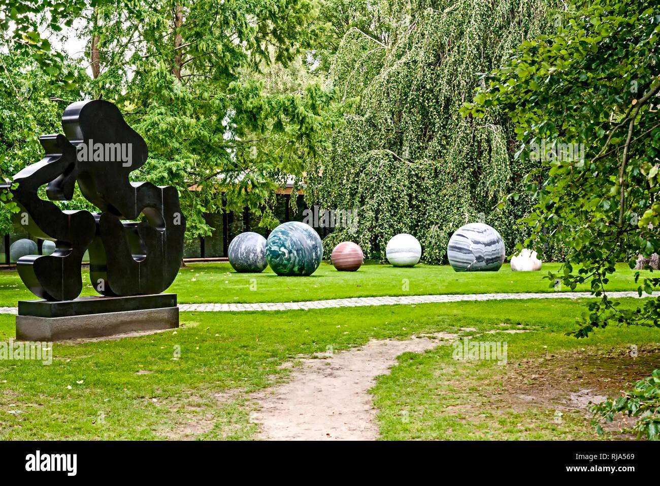 Tretting (Dänemark): Louisiana Museum der Modernen Kunst, die sich am Ufer des Öresund Stockbild