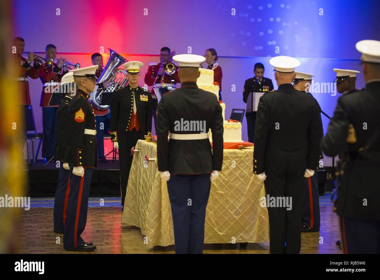 Der Kuchen Detail Prasentiert Kuchen Zu Us Marine Corps Brig Gen