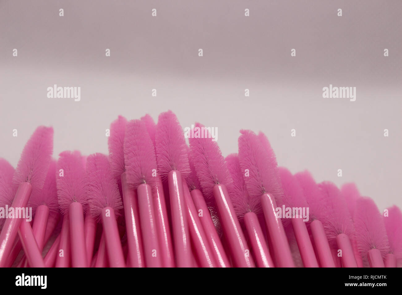 Materialien für Eyelash Extension. Bürsten, Zubehör für Wimpern extensions. Stockbild