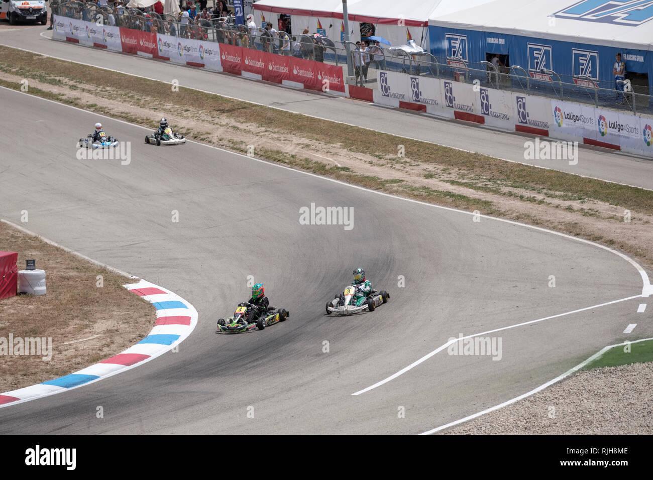 Go Karts auf Schiene laufen, erste Ecke, Campillos, Malaga, Spanien Stockbild