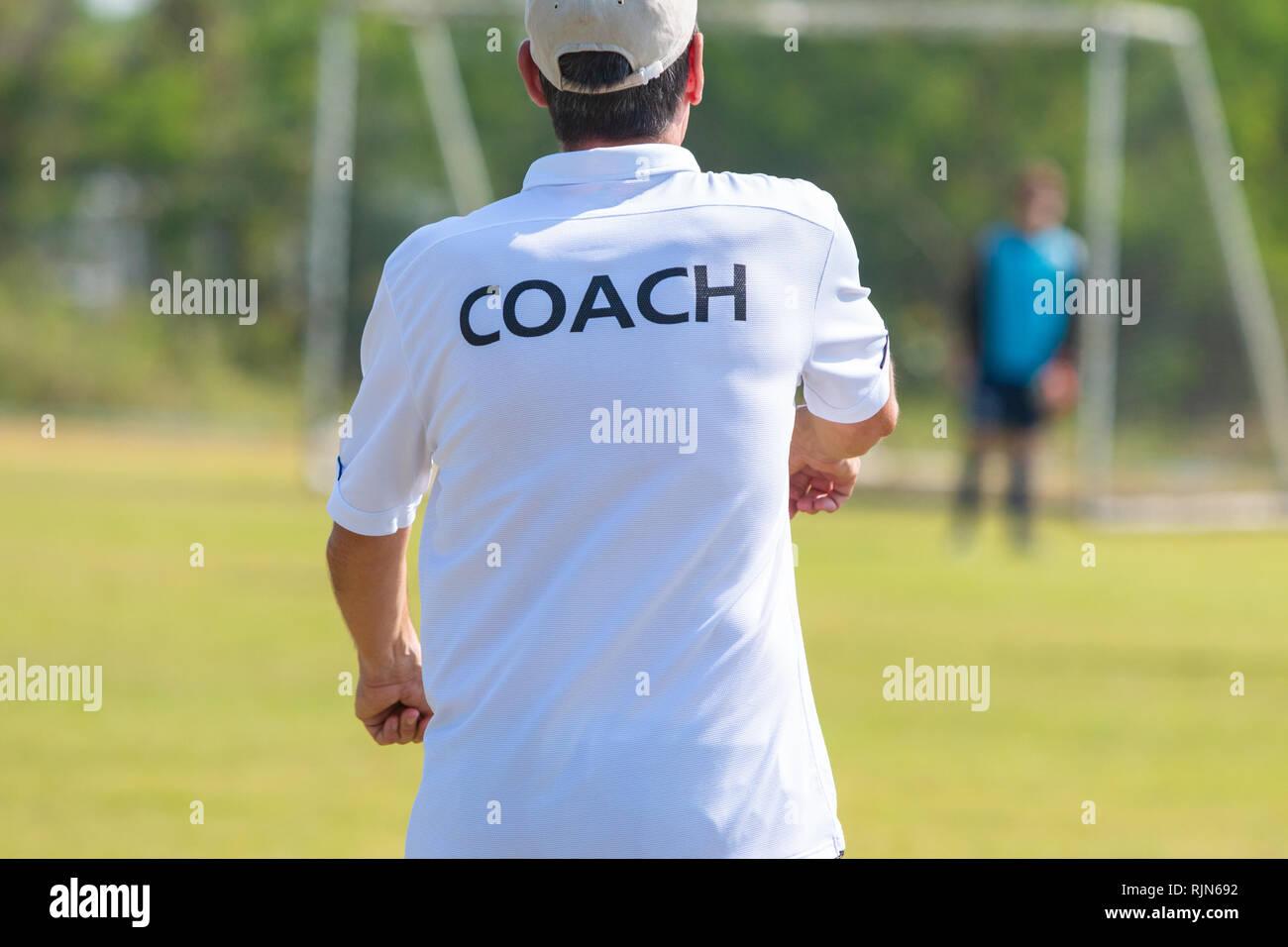 Ruckseite Des Fussball Trainer Tragen Weisse Trainer T Shirt