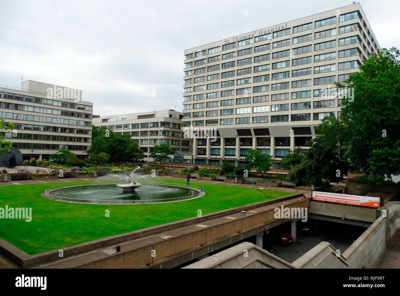 St Thomas' Hospital ist ein großer NHS Teaching Hospital in London, England. Der National Health Service (NHS) ist der öffentliche Gesundheitsdienst in Großbritannien. 1948 gegründet Stockbild