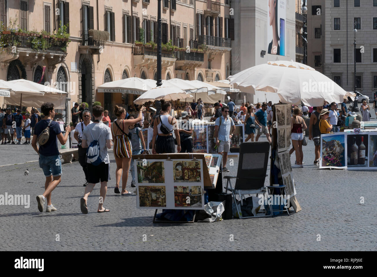 Touristen an der Piazza Navona, Rom, Italien Stockbild