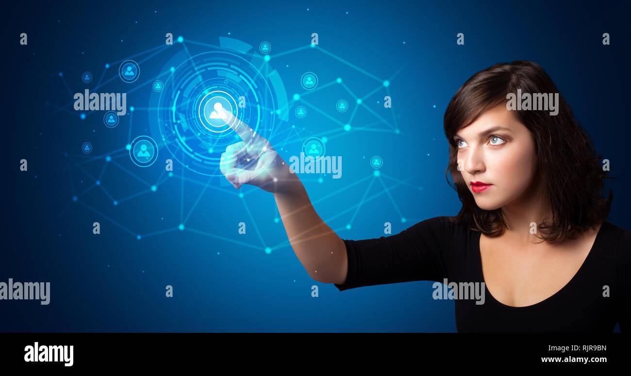 Frau berühren Hologramm Bildschirm mit Schlüsseln und Schlössern Stockbild
