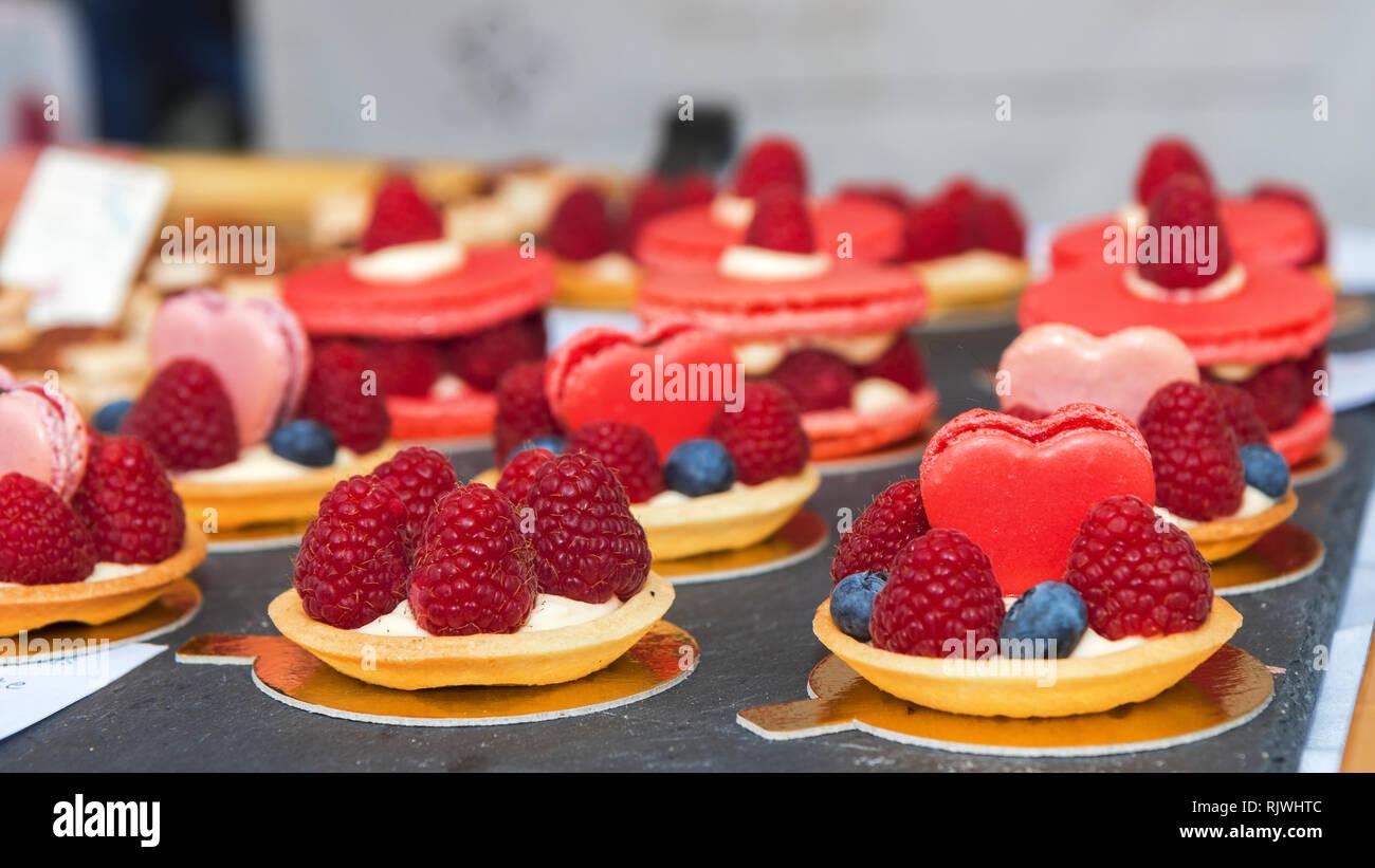 Himbeer Torte Kuchen Leckeren Sussen Desserts Gebackenen Teig Korbe