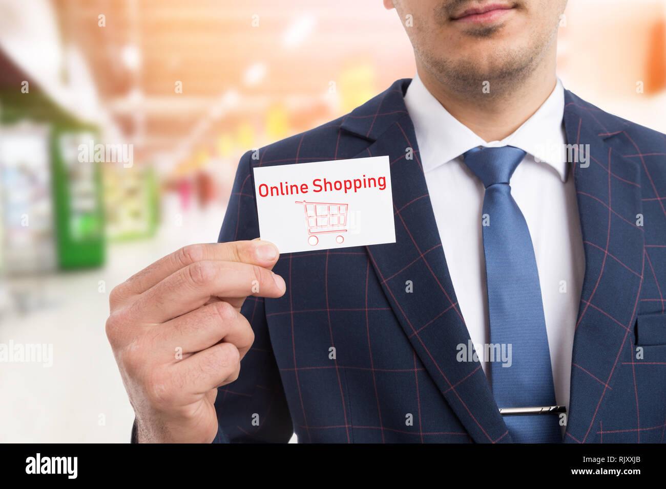Mann Mit Anzug Und Krawatte Holding Online Shopping Weiße