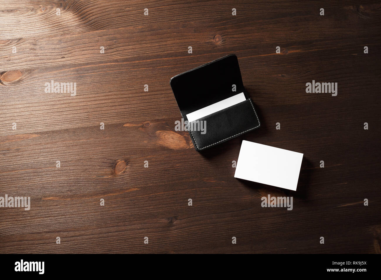 Visitenkartenvorlagen Und Leder Visitenkartentasche Auf Holz