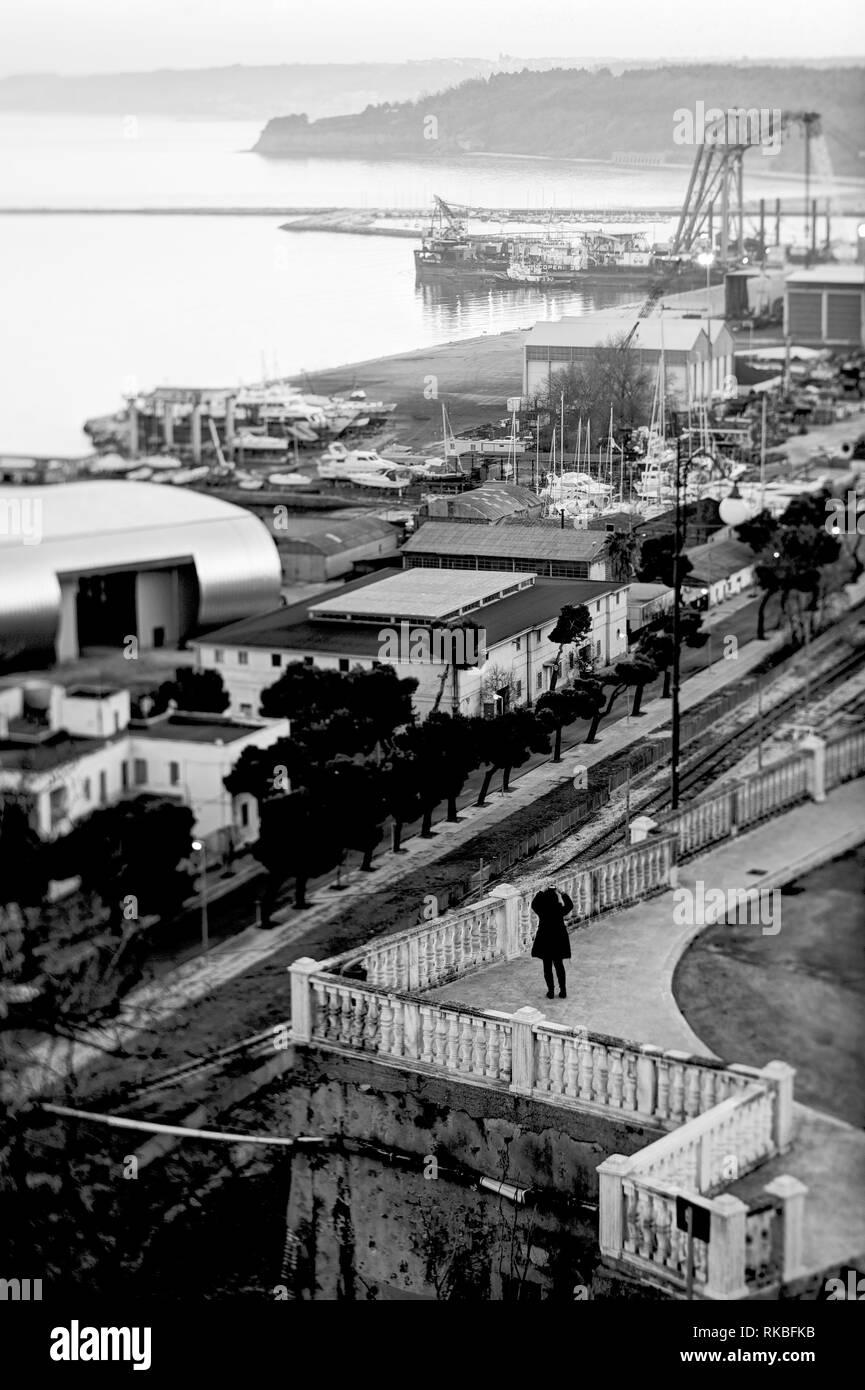 Italien. Ortona. Blick auf den Hafen Stockbild