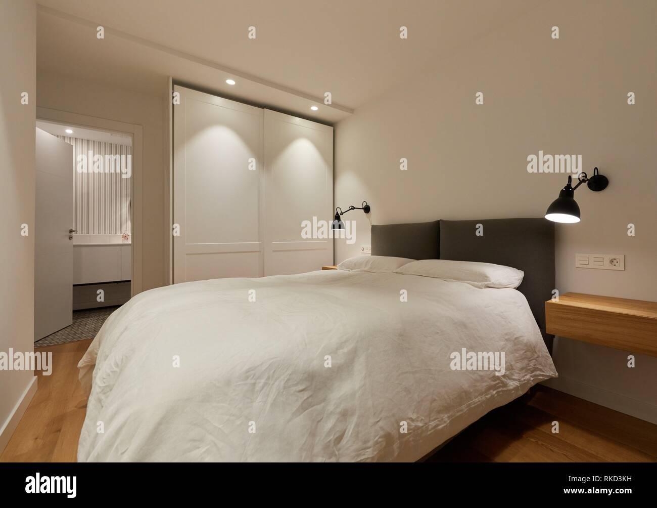 Schlafzimmer, Beleuchtung, Innenausstattung von Gehäuse, Oñati, Gipuzkoa, Baskenland, Spanien, Europa Stockbild