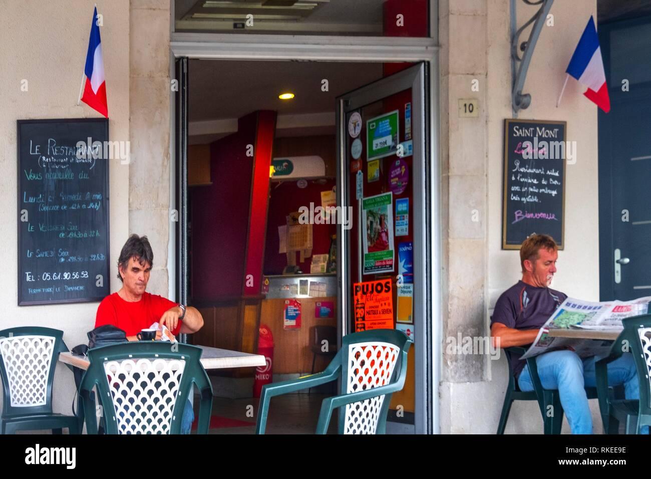 Frankreich, Royal, Haute Garonne, Café in Salies du Salat. Stockbild