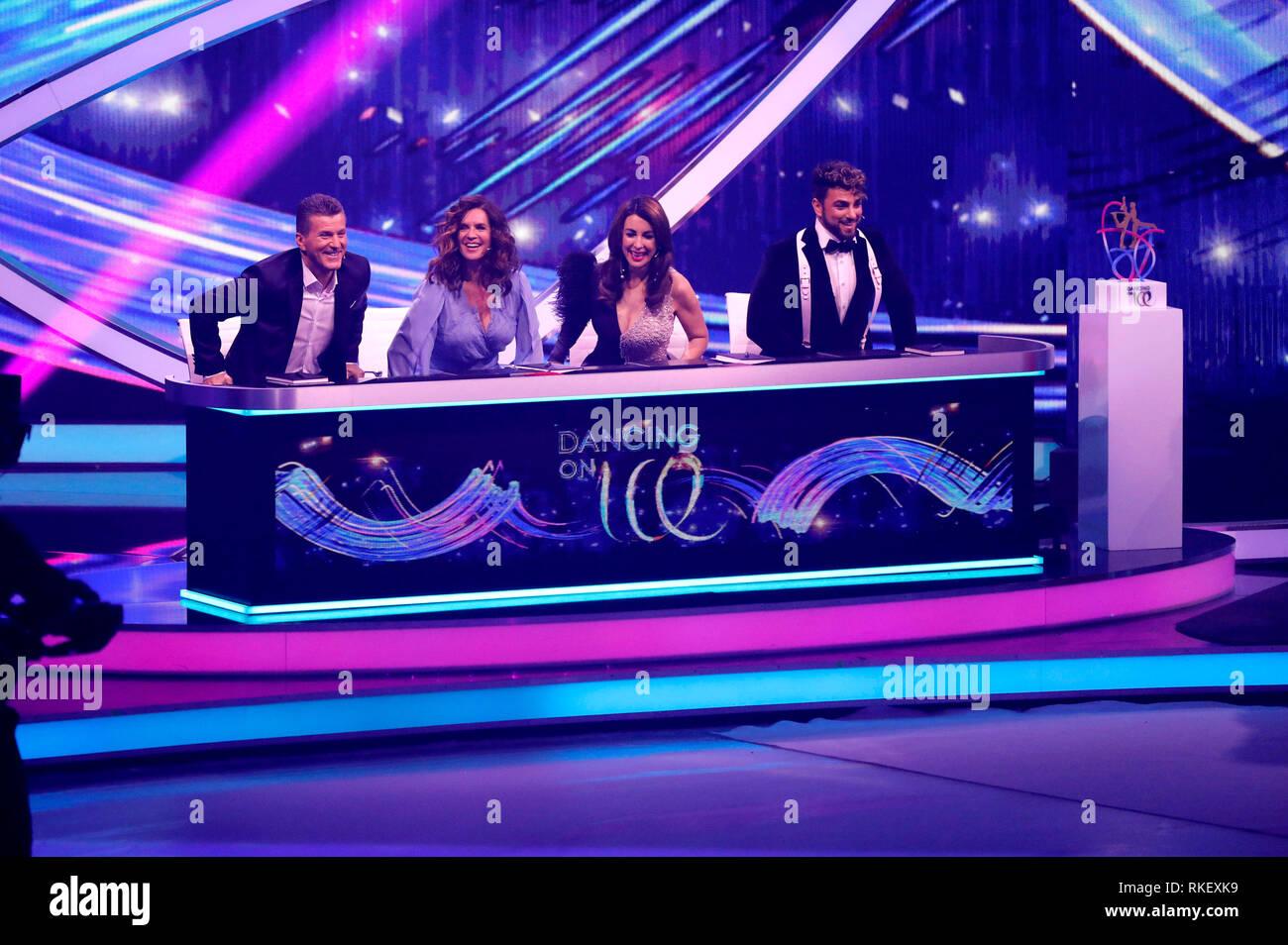 "Daniel Weiss, Katarina Witt, Judith Williams und Cale Kalay im Finale der Sat.1-Show ""dancing on Ice"" in den MMC-Studios. Köln, 10.02.2019 Stockbild"