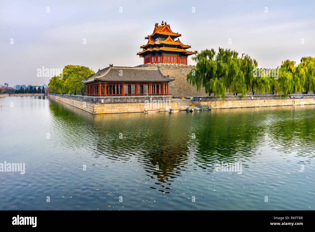 Pfeil Watch Tower Gugong Verbotene Stadt Graben Canal Plaace Wand Beijing China. Der Kaiserpalast in den 1600er Jahren in der Ming Dynastie errichtet wurde. Stockfoto