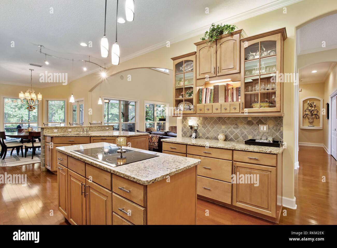 Moderne Küche Home Interior mit Holz und Holz- Schränke ...
